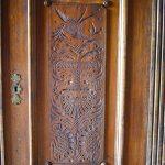 Erbhof - geschnitzte Holztür