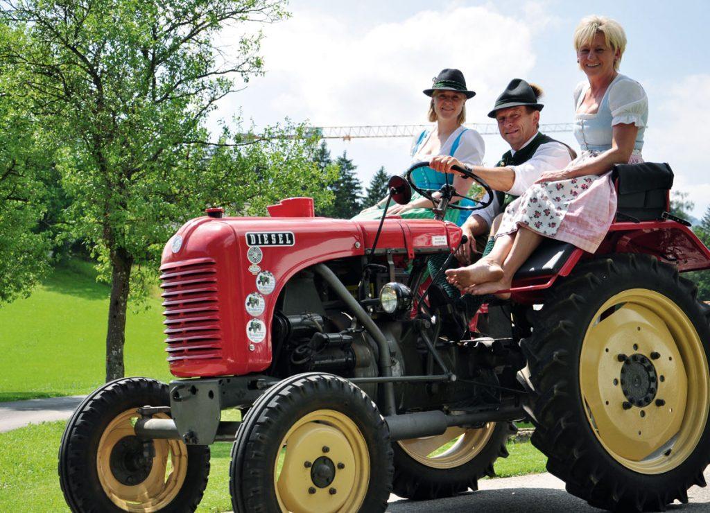 Ein 18er-Steyrer Traktor als Geburtstagsgeschenk beim Suassbauern