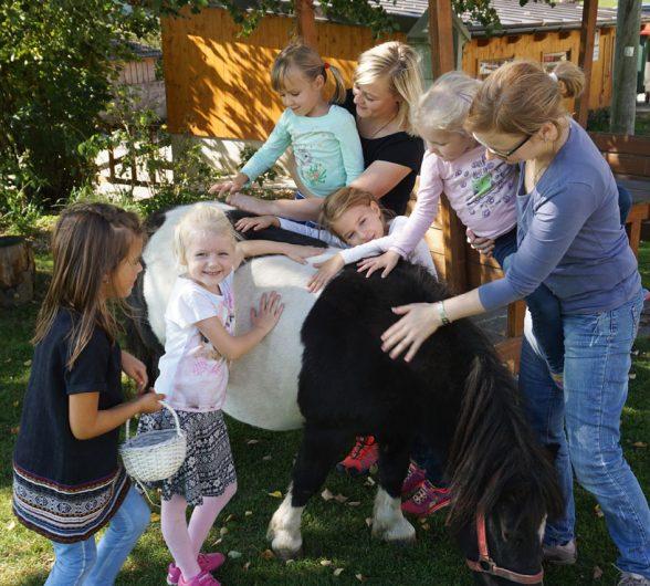Strahlende Kinderaugen am Löschgruberhof